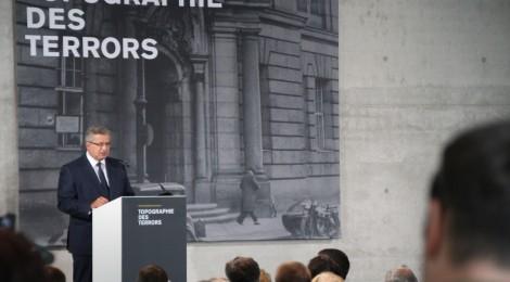 Bronisław Komorowski bei seiner Rede zur Eröffnung der Ausstellung