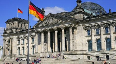 """""""Berlin reichstag CP"""" von Cezary Piwowarski - Eigenes Werk. Lizenziert unter CC BY-SA 3.0 über Wikimedia Commons - http://commons.wikimedia.org/wiki/File:Berlin_reichstag_CP.jpg#/media/File:Berlin_reichstag_CP.jpg"""
