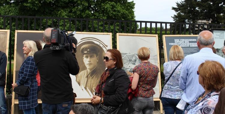 Porträts erinnerten an die Opfer der deutschen Vernichtungspolitik in Osteuropa