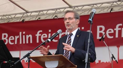 Matthias Platzeck erinnert am Tiergarten an vergessene Opfer