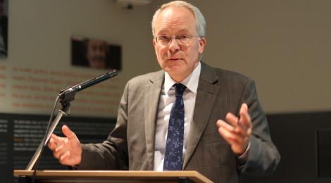 Prof. Hermann Wentker, Leiter der Abteilung Berlin des Instituts für Zeitgeschichte, bei seiner Einführung