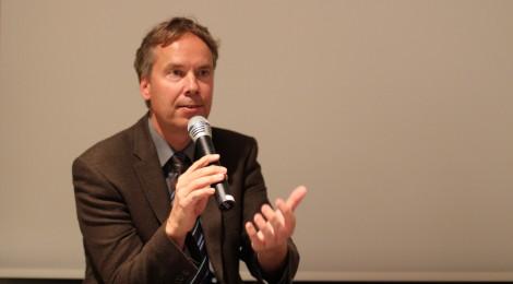 Prof. Hürter bei der Diskussion mit dem Publikum